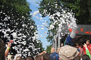 A truck spreading soap-suds on the crowd in the Budapest parade