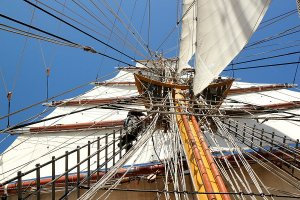 Ropes and ladders leading up to the mast.