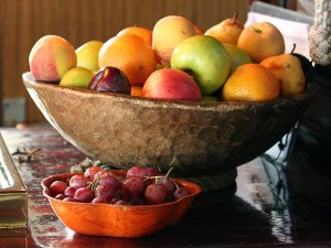 Everybody waited eagerly for the fruit bowl to appear.