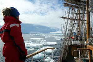 Mate Elskarin searching a safe passage through the ice.