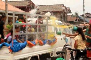 Video: A wild and funny water fight.