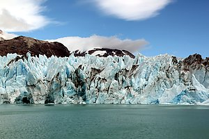 The ice wall of the glacier O'Higgins.