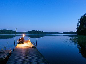 Night view from the sauna pier. Photo by Panu Hällfors.